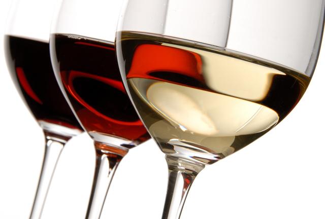 Αποτέλεσμα εικόνας για Ενισχύει τον εγκέφαλο το κρασι