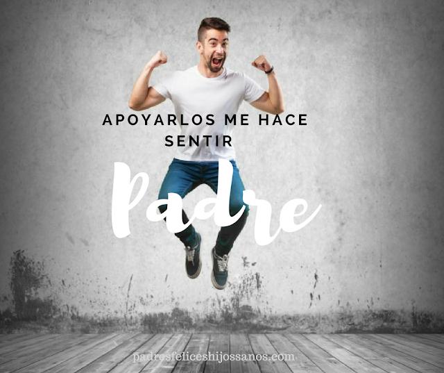 fondo gris, camiseta blanca, hombre brincando, felicidad, pantalón azul, piso madera