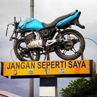 Monumen kecelakaan motor