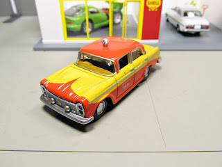 Tomica Limited Vintage   Taxi nissan cedric
