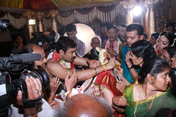 Urmila Kanetkar Marriage Photos Track Mail: Tamil Actr...