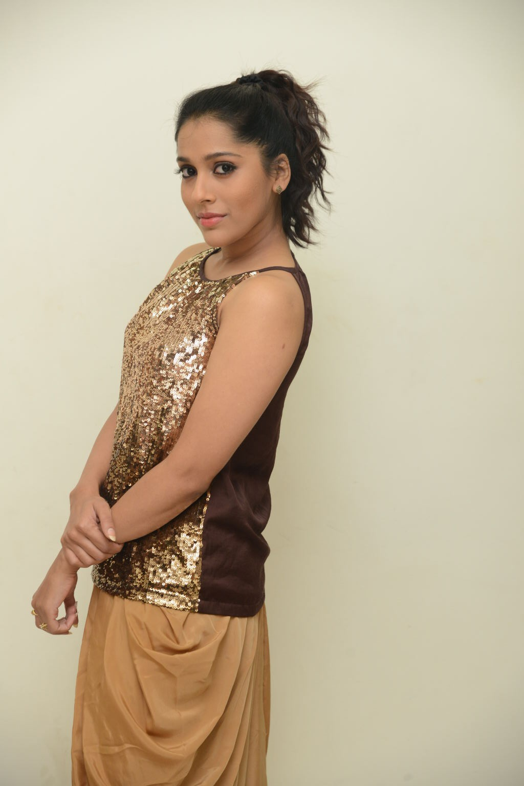Tollywood Hot Anchor Rashmi Gautam Photo Shoot Gallery In Yellow Dress