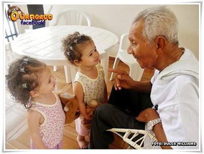 Resultado de imagem para um velho e duas netas