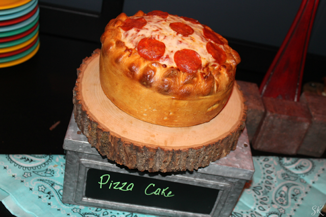 a picture of a pizza shaped like a cake