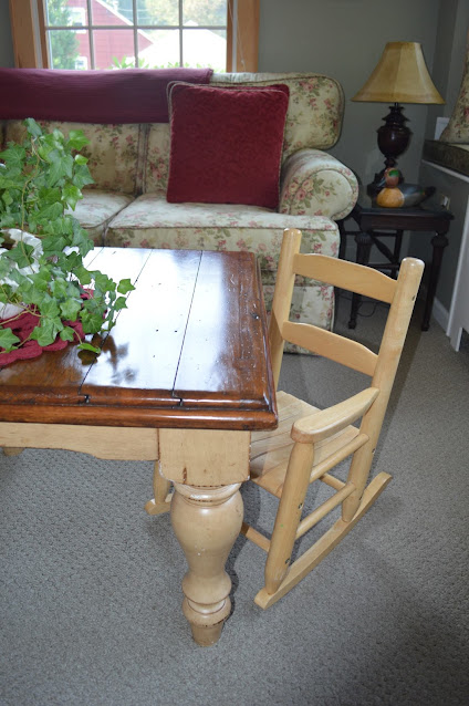 Ivy plant on a small table in a cottage style family room