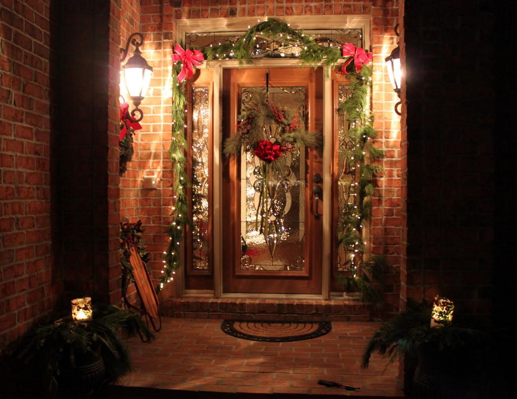 Diy holiday ice lanterns oh my creative - Christmas decorating exterior house ...