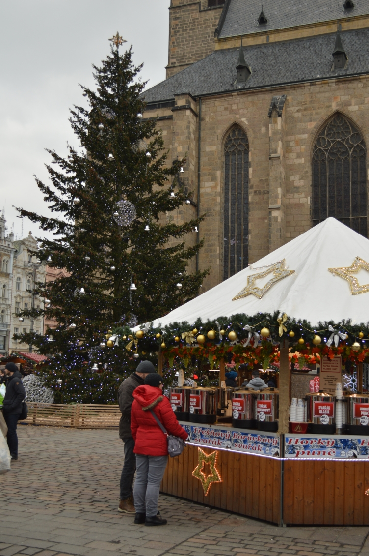 blogmas, georgiana quaint, plzen market, street decorations