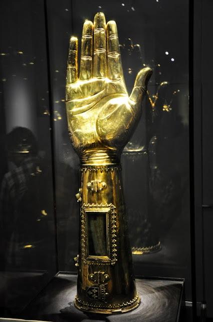 relikwiarz ręki Karola Wielkiego