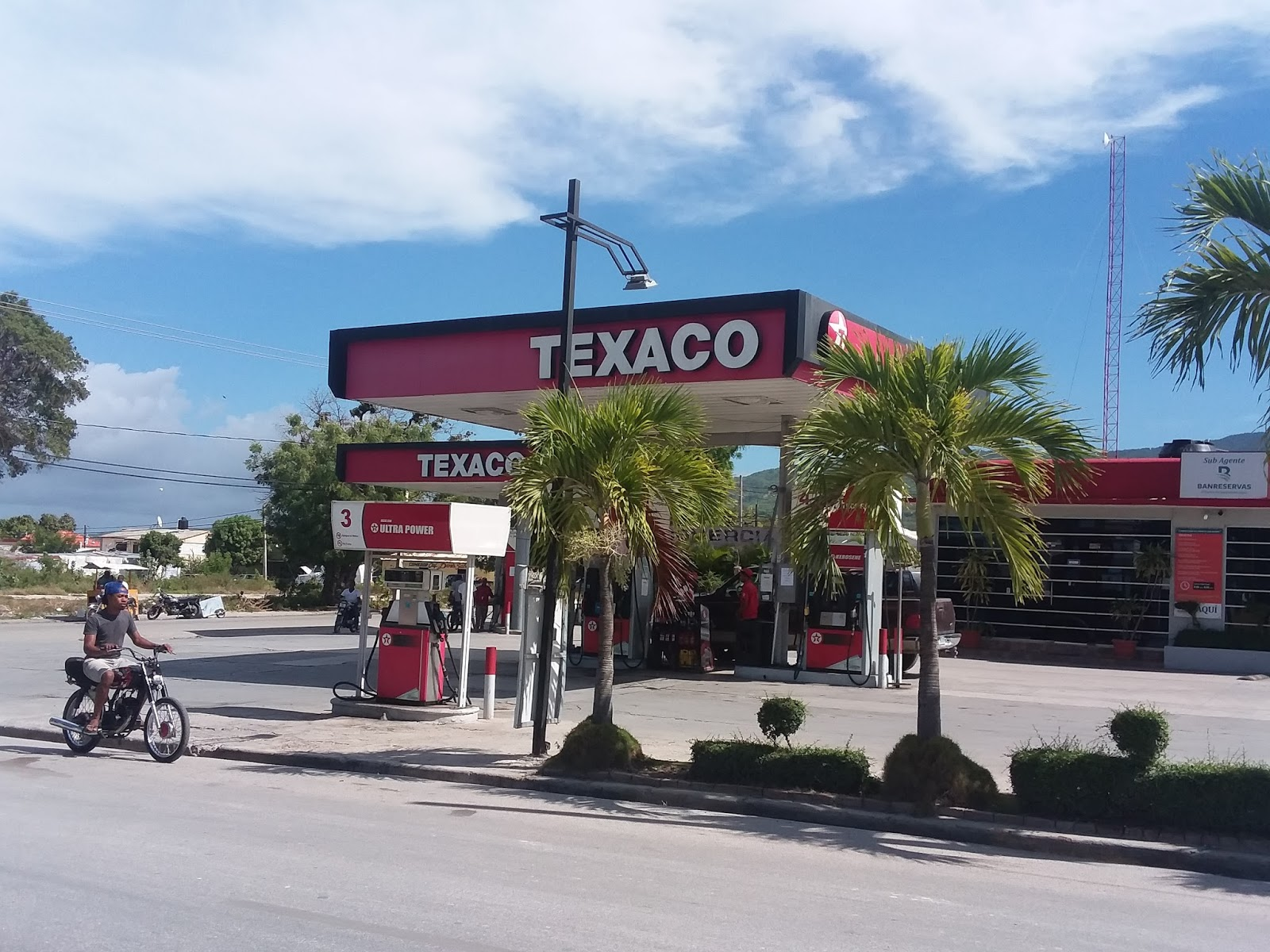 De último momento desconocidos  atracan la estación de combustible Texaco de Barahona