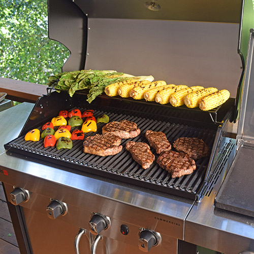 #nowyourecookin Char-Broil's Commercial TRU Infrared 4 burner gas grill makes Memorial Day feasts easy https://www.charbroil.com/products/gas-grills/commercial-series/commercial-4-burner-gas-grill