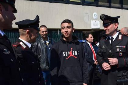 Seorang Pelajar Muslim Menjadi Pahlawan Setelah Menyelamatkan TemanSekelas yang Tertangkap dalam Pembajakan Bus