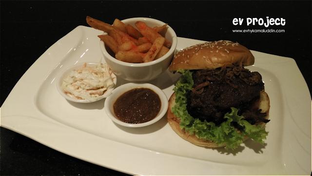 Tampilan Indonesian Burger di Indonesian Burger Festival Catatan Evhy