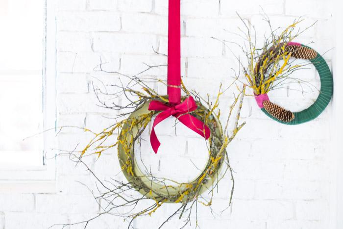 Coronas de Navidad con tela y ramas