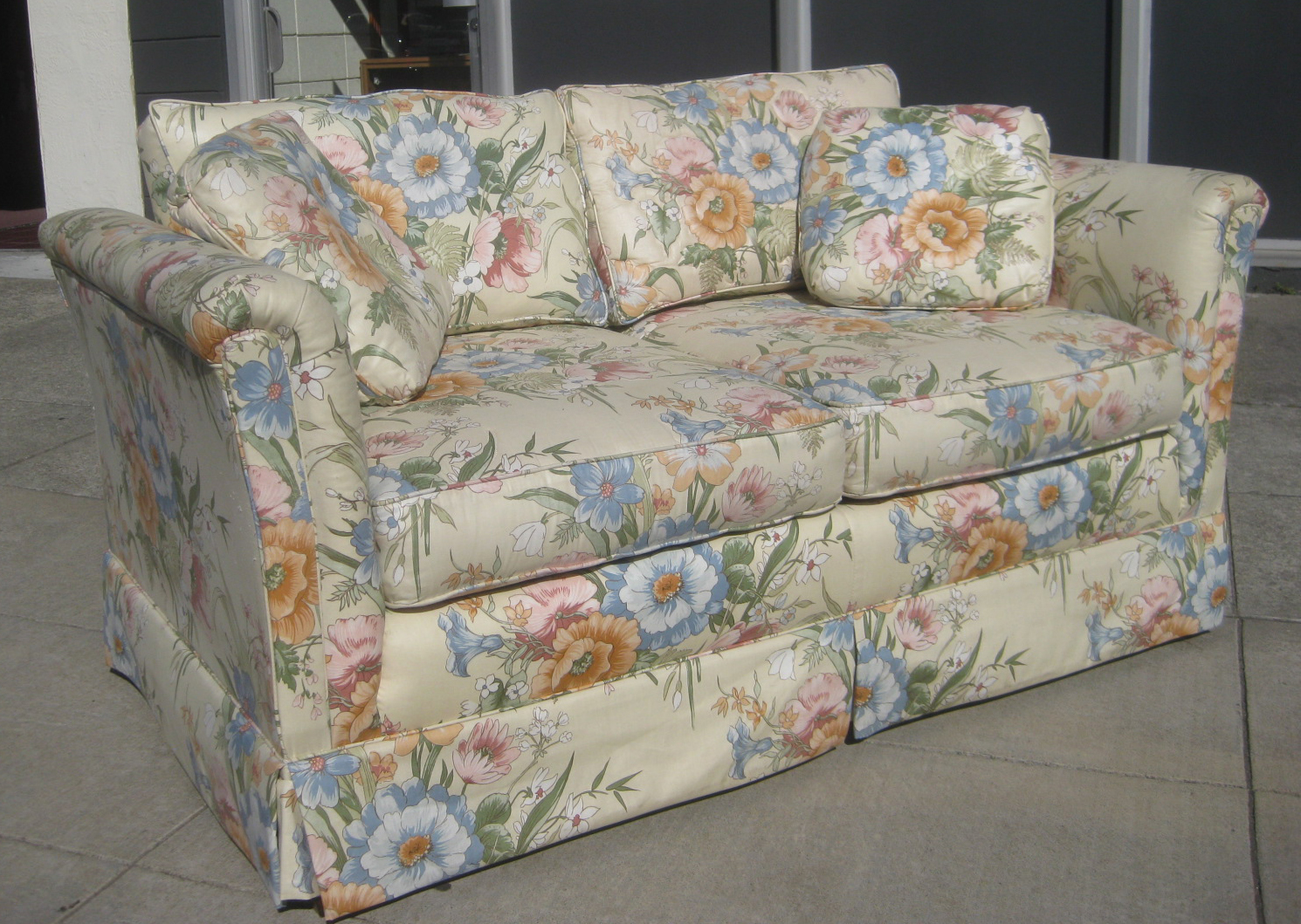 Uhuru Furniture & Collectibles Sold  Floral Loveseat  $40