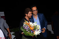 Shah Rukh Khan being felicitated by Chairman and MD of Nanavati Super Speciality Centre, Abhay Soi .JPG