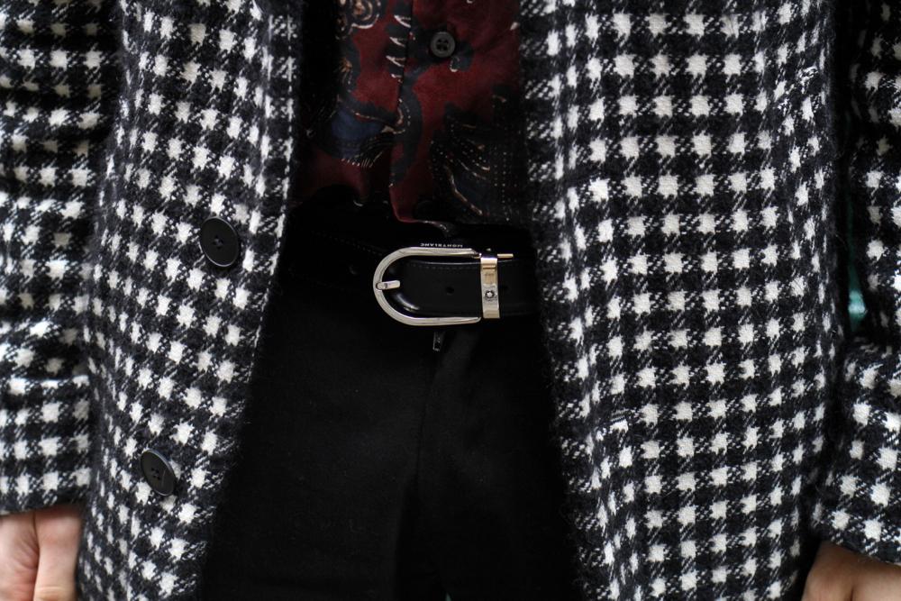 BLOG-MODE-HOMME-style-masculin-preppy-elegant-manteau-long-pied-de-coq-agnesb-chemise-soie-dries-van-noten-cetinure-montblanc-cuir-chaussettes-royalties-bagues-bijoux-collier-thomas-sabo-argent-massif-t-shirt-blogueur-paris-bordeaux (2) johnny depp