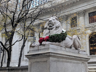 Lion statue decorated with a wreath, New York Public Library, New York, New York