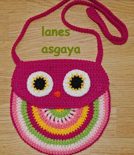 http://lanes-asgaya.blogspot.ch/2014/04/bolso-buho-crochet.html