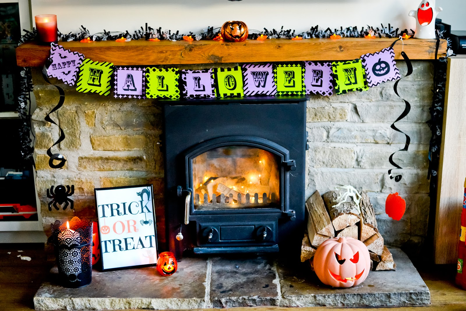 halloween home decor, halloween decor, halloween fireplace, halloween mantelpiece,