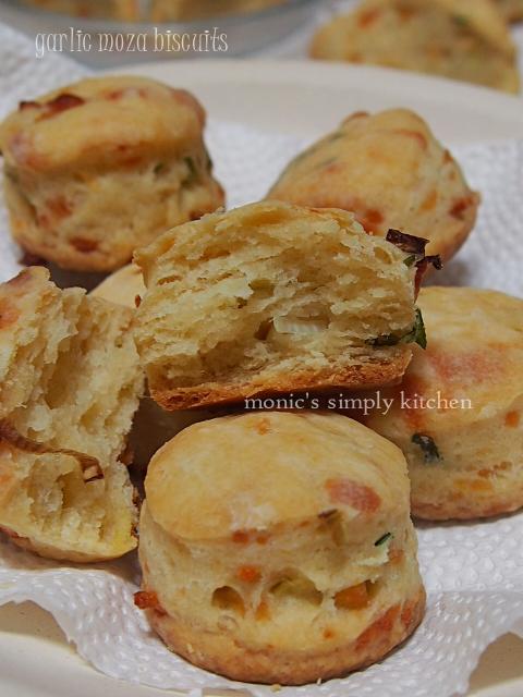 biskuit keju bawang putih