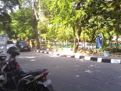 Pembenahan salah satu taman di Tanjung Priok
