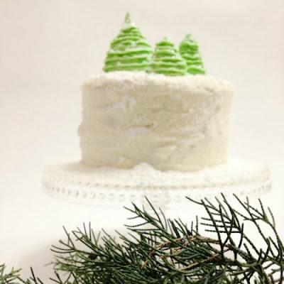 """десерты на Новый год, выпечка на Новый год, новогодние десерты, новогодние блюда, новогодние сладости, рождественские десерты, рождественские сладости, рождественская выпечка, что приготовить на Новый год, что приготовить на Рождество, праздничные рецепты, новогодние рецепты, рождественские рецепты, новогодний стол, Новогодние сладкие рецепты, Безе новогоднее «Елочки», Безе «Шишки», Ёлочка из айсинга, Ёлочки из кондитерской мастики для украшения торта (МК), Ёлочка из кондитерской мастики ножницами, Ёлочки из сахарно-желатиновой кондитерской мастики, Ёлочка из лимона, лайма или других цитрусовых, Ёлочка из мастики и белого шоколада, Ёлочка из мастичных снежинок, Заснеженные ёлочки из шоколадных хлопьев, «Заснеженные ёлочки» — песочное печенье, Клубника в шоколаде: рецепты, идеи, оформление, Клубника в шоколаде с маскарпоне, Клубника в шоколаде Санта-Клаус, Кружевные съедобные шарики-безе, Миндальное пирожное «Ёлочка» с белым шоколадом и фисташками, Мягкое апельсиновое печенье, «Новогоднее» — имбирное печенье, «Новогодние звезды» — сметанно-медовое печенье, «Новогодние снежинки» — шоколадное печенье, Новогодний апельсиновый торт, «Пряное» — новогоднее печенье с шоколадной помадкой, «Рудольф» — новогодние шоколадные пирожные, Снеговик в шубке из мастики, Снеговики из безе для новогоднего стола, «Творожные Снеговички» — новогодний десерт, «Шапка Деда Мороза» — клубничный десерт, «Шишки» — новогодние пирожные,выпечка новогодняя, выпечка рождественская, Новый год, Рождество, выпечка праздничная, блюда новогодние, блюда Рождественские, рецепты, рецепты праздничные, декор из мастики, ёлочки из мастики, мастика кондитерская, торт новогодний, украшения для торта, украшения из кондитерской мастики,блюдо """"Ёлочка"""", оформление тортов, оформление новогодних тортов, http://eda.parafraz.space/,Как сделать елочки из кондитерской мастики - мастер-класс с фото, новогоднее украшение торта, елки из мастики своими руками"""