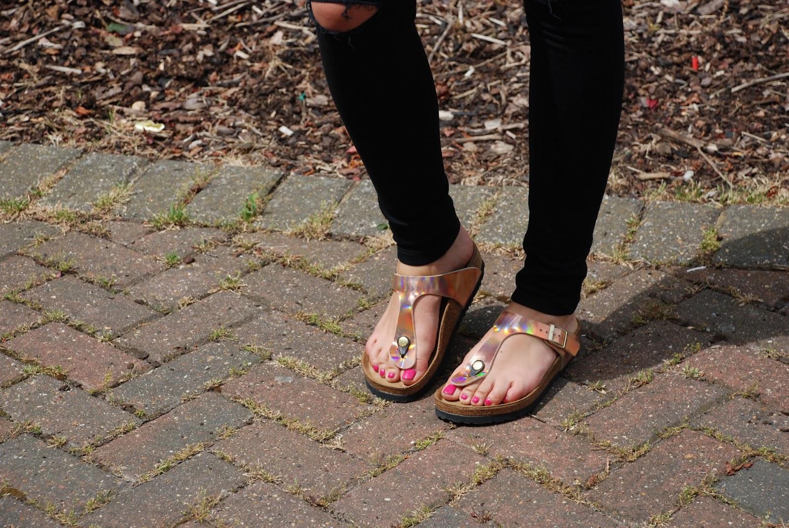 8bc03e8cfa9e16 Ripped jeans   rose gold Birkenstocks