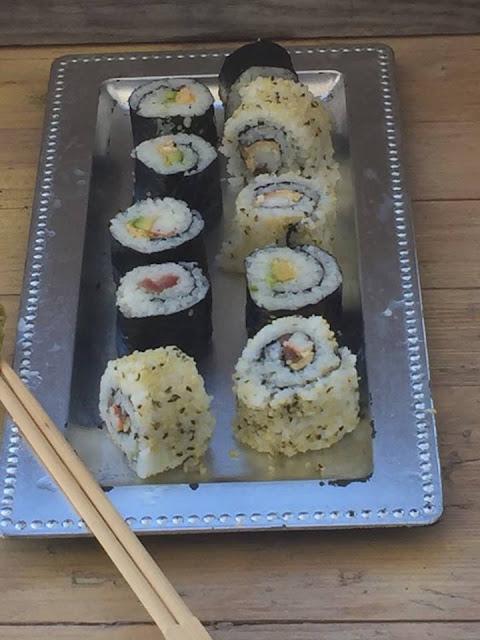 Sushi {california Roll Y Maki Sushi}