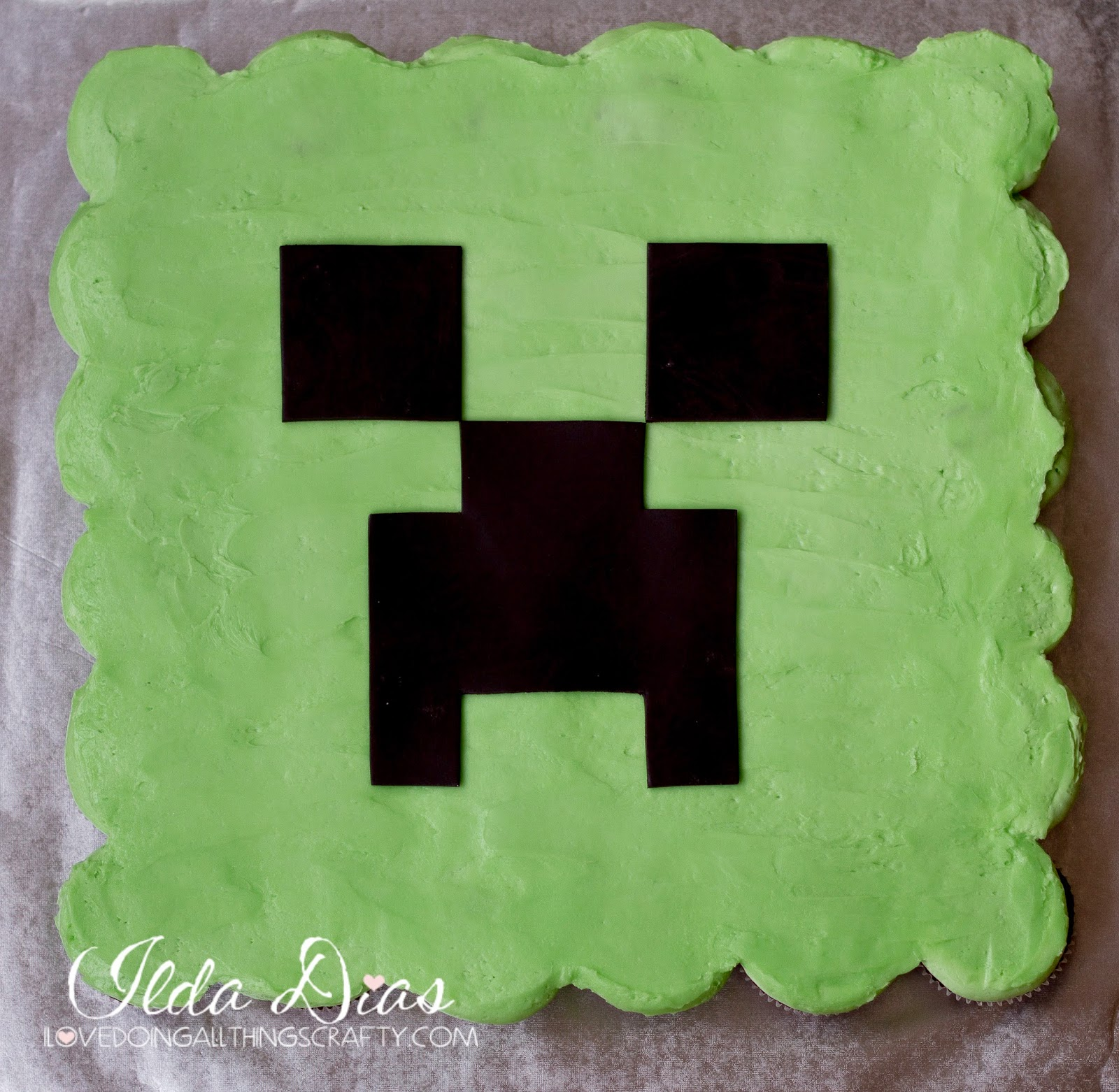 "Minecraft ""Creeper"" Cupcake Cake 