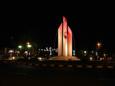 Tugu Bambu Runcing Destinasi Wisata Surabaya | Kota Pahlawan