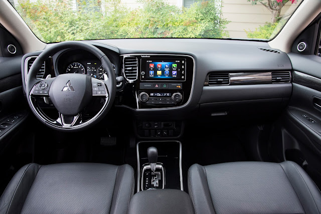 Interior view of 2017 Mitsubishi Outlander GT