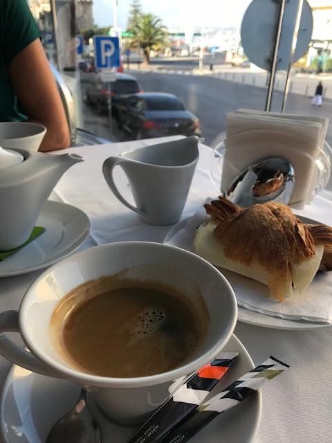 Café da manhã na Pastelaria Garret