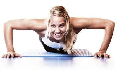 Wanita push up mengecilkan lengan