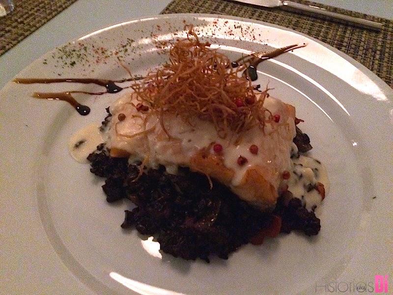 Salmão com arroz negro e creme de gengibre ao estilo Thai