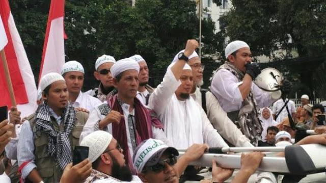 Dituduh 'Hanya Sibuk Demo dan Tidak Peduli Muslim Rohingya', Inilah Jawaban Menyejukkan KH M Arifin Ilham