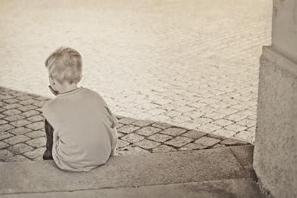 Ayah Melihat Ibu Sedang Memarahi Anak, Sebaiknya Diam atau Pergi