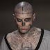 Ο κόσμος του θεάματος θρηνεί για τον «Zombie Boy» Βρέθηκε νεκρός στο διαμέρισμά του στο Μόντρεαλ του Καναδά