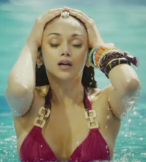 Aditi%2BRao%2Bbikini%2B%25287%2529 - Aditi Rao Hydari's 40 Most Sexiest Bikini Collection sizzles everyone