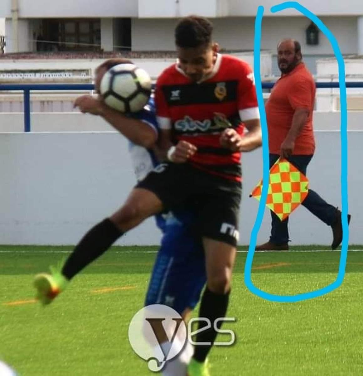 """Insólito na AF Porto: Um dos fiscais de linha """"apanhado"""" a festejar com clube que arbitrou (fotos)"""