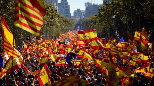 Miles se manifiestan en Barcelona a favor de la unidad de España