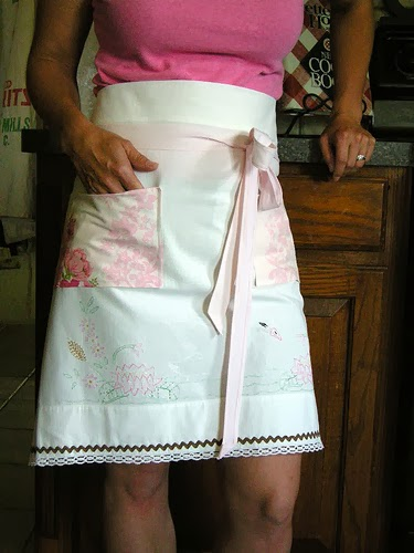 Pretty Vintage Pillowcase Turns Cafe Apron
