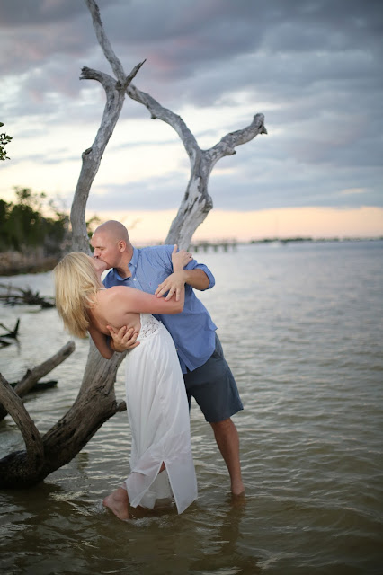 sanibel island engagment pictures