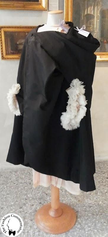 Valentina Cortese - Mostra Milano - Roberto Capucci black cape