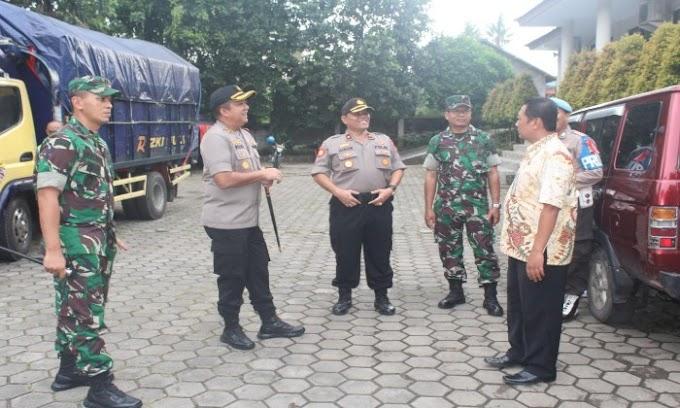 Kapolres Cilogon Awasi Pengawalan Logistik Pemilu dari PPK ke Gudang KPU