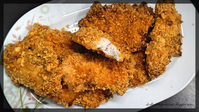kotlety z kurczaka w płatkach kukurydzianych pieczone w piekarniku