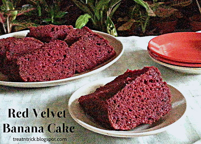 Red Velvet Banana Cake Recipe @ treatntrick.blogspot.com