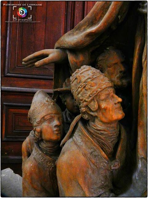 SAINT-MIHIEL (55) - Vierge au manteau (XVIIe siècle)