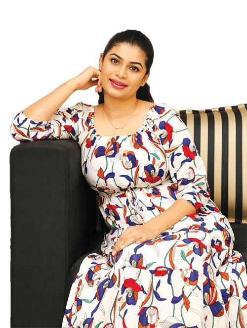 Gossip Chat With Hirunika Premachandra   Gossip Lanka Hot ...