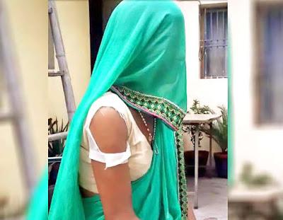 फ़टे कपड़ो में थाने पहुंची महिला, कहा- देवर 4 महीने से वीडियो बना, कर रहा है रेप..और आज..