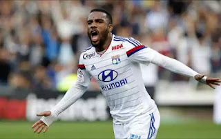 Arsenal club record deal for Lacazette